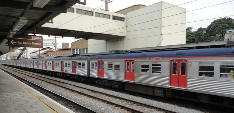 trem metropolitano