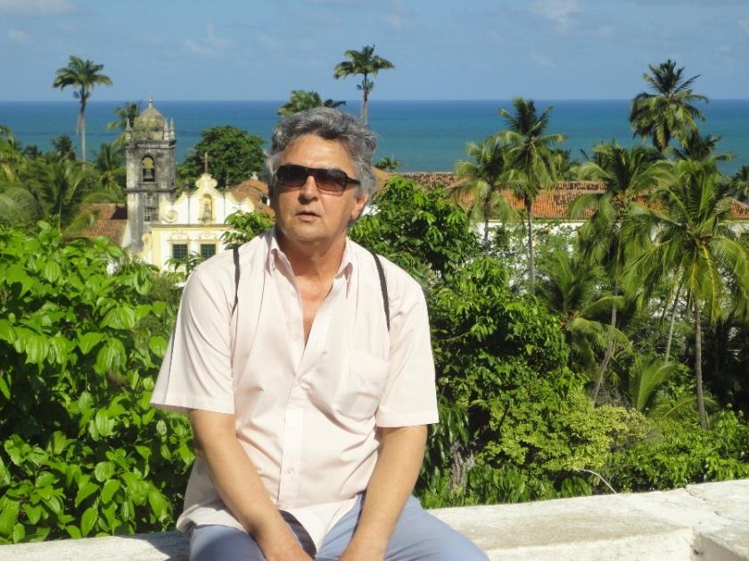 Um momento em Olinda, Pernambuco, exercitando o sonho de viver sem amarras e  em harmonia com a natureza.