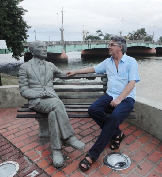 Brinquei de ser amigo de João Cabral...