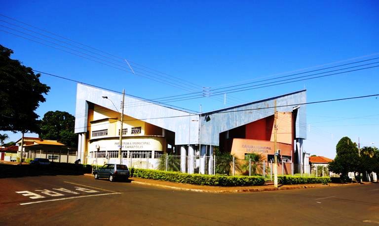 Prefeitura Municipal de Canápolis, MG. Foto: Arquivo pessoal.