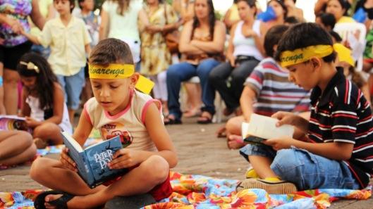 Incentivar a leitura, como ocorreu no Arte na Comunidade 2, em Canápolis, MG. Foto Thaneressa Lima (divulgação)